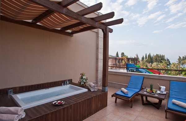 Crystal Hotels De Luxe Resort Spa
